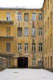 一个老庭院在维尔纽斯,立陶宛 免版税库存图片