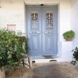 一个老房子的入口,雅典希腊 免版税库存照片