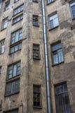 一个老房子的墙壁在市中心在彼得格勒边 免版税库存图片