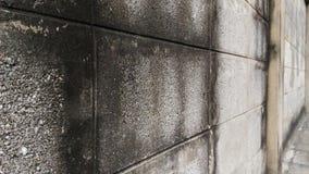 一个老房子的墙壁由砖块做成 免版税库存图片