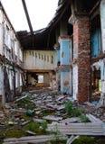 一个老房子的废墟在村庄Retinskaya 免版税库存图片