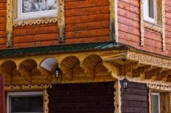 一个老房子的木大厦墙壁 免版税库存图片