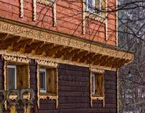 一个老房子的木大厦墙壁 免版税库存照片