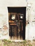 一个老房子的木门 免版税库存图片