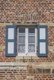 一个老房子的窗口Vlierbeek修道院的在鲁汶 免版税库存照片