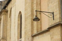 一个老教会的墙壁在红葡萄酒,法国 库存照片