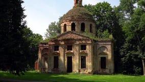 一个老教会的废墟在俄国庄园里 影视素材