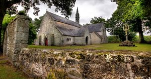 一个老教堂的HDR图象乡下的在Fr 库存照片