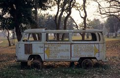 一个老有篷货车在Gorongosa国家公园 免版税库存图片