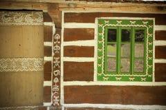 一个老木房子的视窗 免版税图库摄影