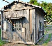 一个老木棚子 库存图片