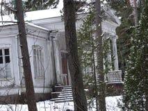一个老村庄是空的由于在我们的群岛和它美好的本质的冬天的它 免版税库存图片