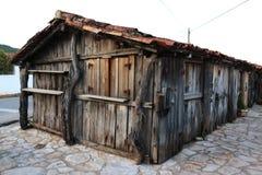 一个老村庄的木屋 免版税库存照片
