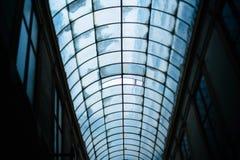 一个老段落的玻璃屋顶在巴黎 免版税库存图片