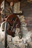 一个老水轮被做成一个烹调烤箱 库存照片