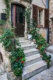 一个老法国房子的入口 免版税库存照片