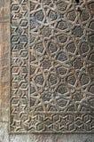 一个老清真寺的古铜板材门的装饰品 库存图片