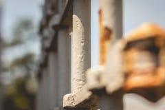一个老生锈的铁门的细节 图库摄影