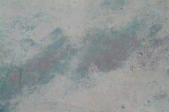 一个老石墙的抽象难看的东西纹理有之字形绿色油漆的在中部 库存图片