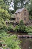 一个老磨房由岩石和具体正面图做成 免版税库存照片