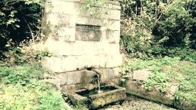 一个老纪念喷泉用在山的可喝的水 影视素材