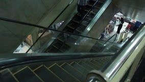 一个老自动扶梯在Tanah阿邦市场上 股票视频