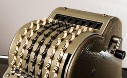 一个老葡萄酒机械计算器的细节 库存图片
