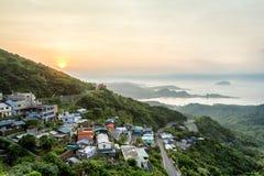 一个老街道镇的日落视图在Jiufen,台湾 免版税库存图片