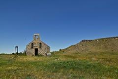 一个老被放弃的石教会 免版税库存图片