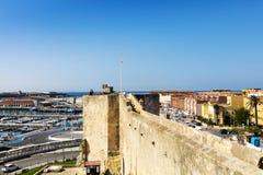 一个老西班牙镇的看法从高度的中世纪城堡 免版税库存图片