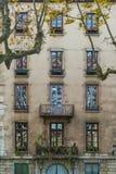 一个老镇大厦的面孔在利昂 免版税库存图片