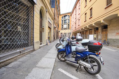 一个老镇的中心在波隆纳 免版税库存图片