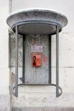 一个老,减速火箭,肮脏的电话 免版税图库摄影