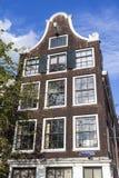 一个老17世纪房子的门面沿Prinsengracht运河的在阿姆斯特丹-荷兰 库存图片