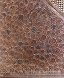 一个老年迈的装饰的木mimber平台的蔓藤花纹装饰品 免版税库存照片