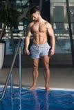 一个肌肉性感的人的画象内衣的 免版税图库摄影