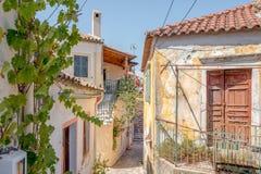 一个胡同的看法在科孚岛的Sinarades在希腊 库存照片