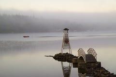 一个自创灯塔在湖 库存照片