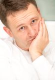 一个英俊的年轻人的画象有蓝眼睛的 库存图片