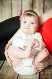 一个蓝眼睛的6个月女婴的画象 库存照片