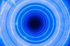 一个蓝色孔很好是,照亮 抽象圈子 免版税库存图片