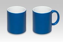 一个蓝色杯子的两个位置 免版税图库摄影