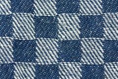 一个蓝色白方块的特写镜头详述了被构造的织品patte 免版税图库摄影