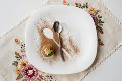 一个蛋糕用桂香 免版税库存图片