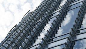 一个被反映的大厦的Windows细节在蓝色的 免版税库存图片