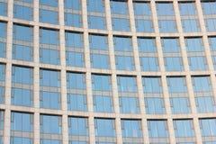 从一个被反映的门面的背景 免版税库存图片