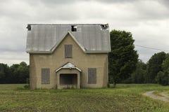 一个被放弃的农厂房子结构 免版税库存图片