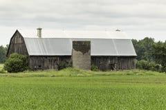 一个被放弃的农厂房子结构 免版税库存照片