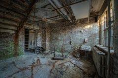 一个被放弃的卫生间的Urbex 免版税图库摄影