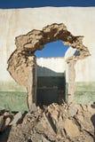 一个被放弃的大厦的门道入口 免版税库存图片